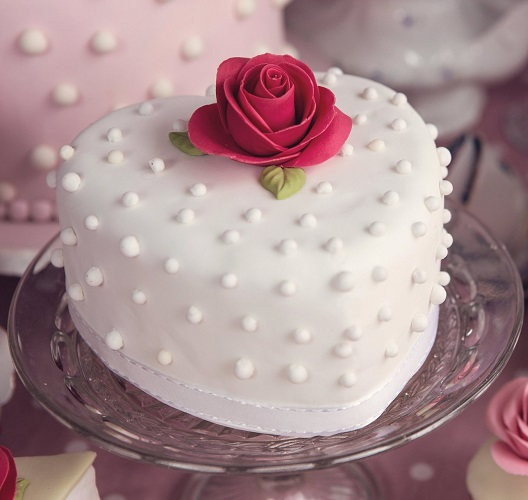 Valentine Special white Pearl Heart Shape Cake