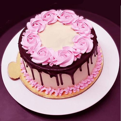 Delicious Chocolate-Top Rose Design Cake